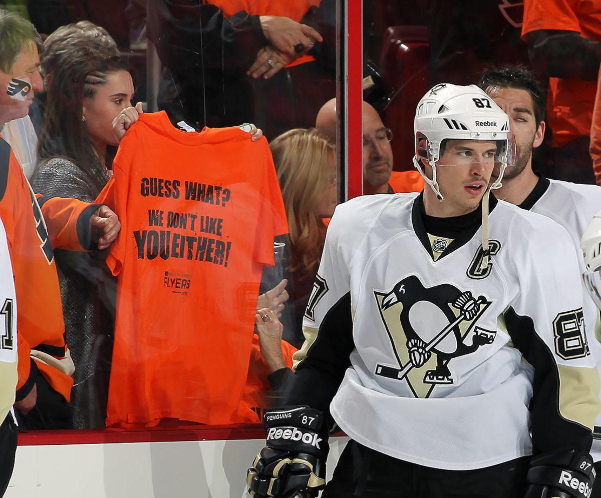 2015-0914-Flyers-fans-Penguins-Sidney-Crosby.jpg