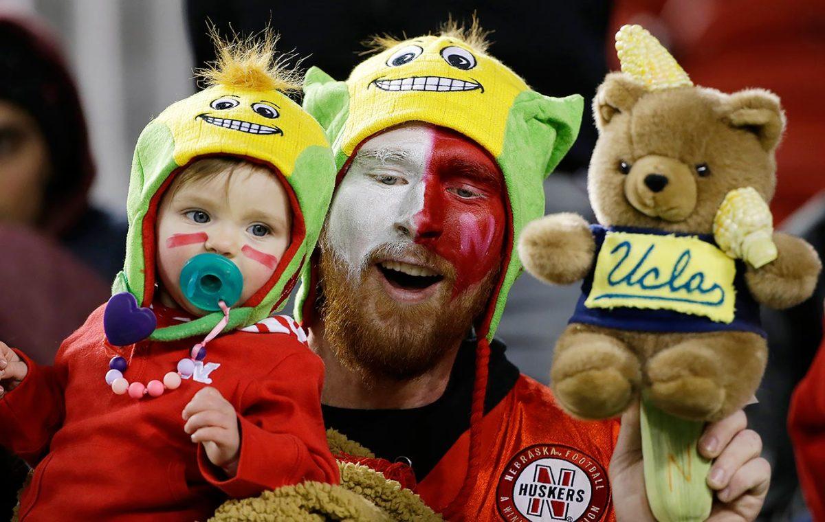 2015-1226-Nebraska-Cornhuskers-fans.jpg