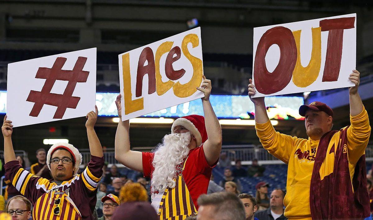 2015-1228-Minnesota-Golden-Gophers-fans.jpg