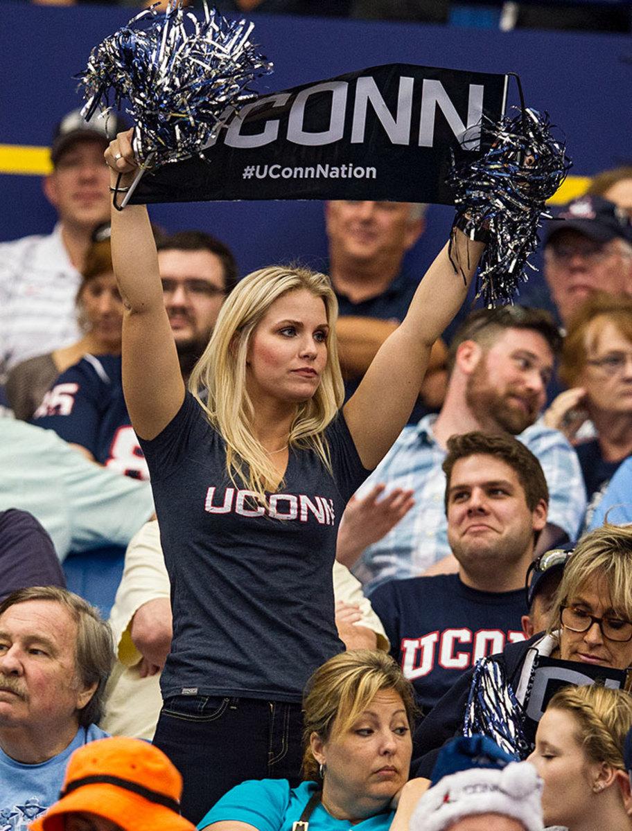 2015-1226-UConn-Huskies-fan.jpg