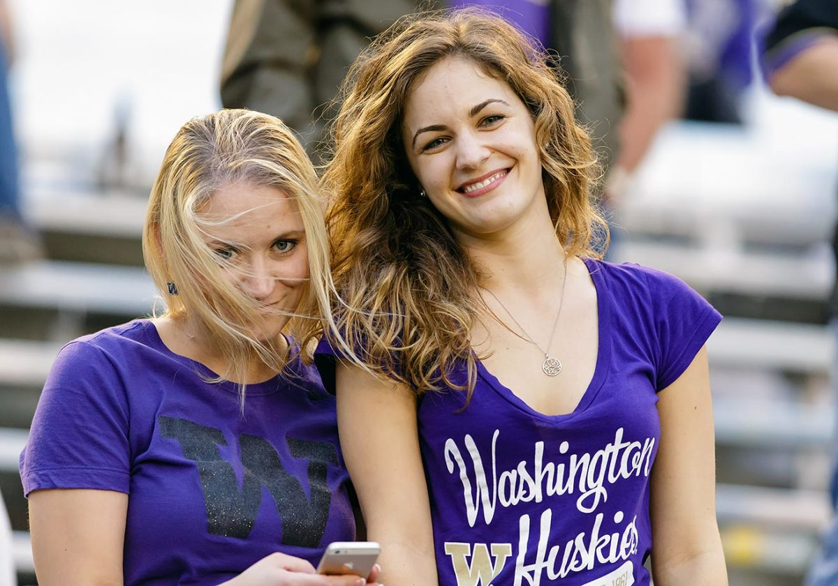 2015-1226-Washington-Huskies-fans.jpg