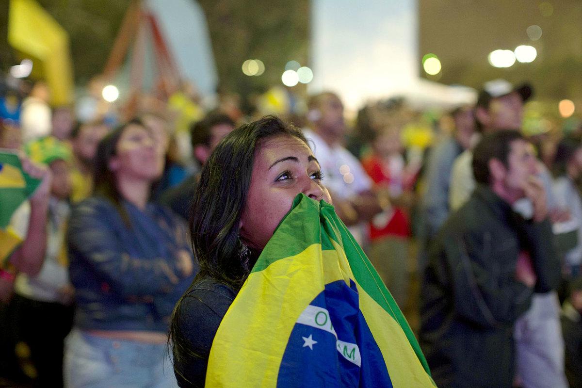 distraught-brazil-fans-8d8cf9504df54148bd722001a42433c2-0.jpg