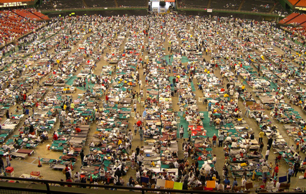 katrina-residents-superdome.jpg