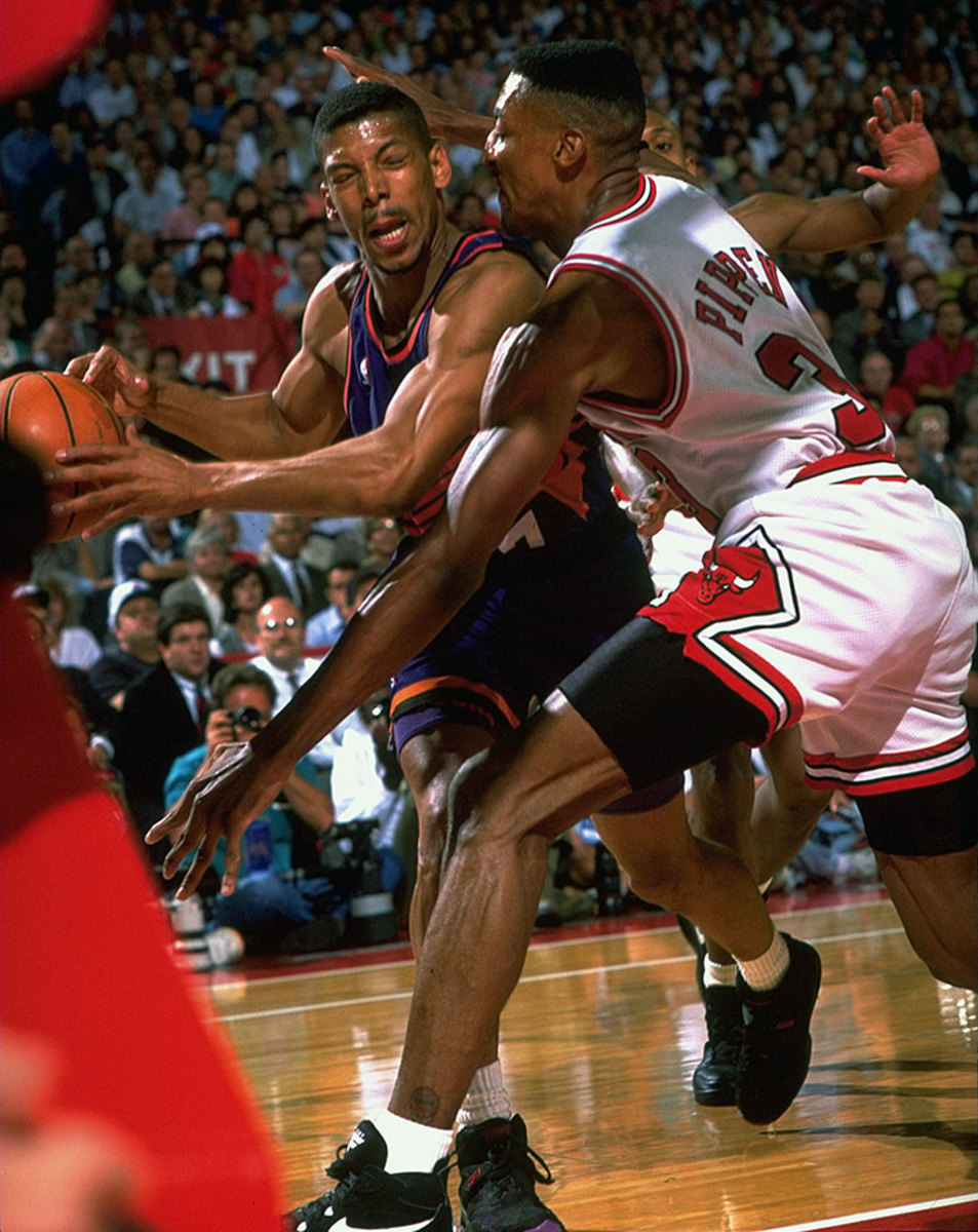 1994-0616-Kevin-Johnson-Scottie-Pippen-05313467.jpg