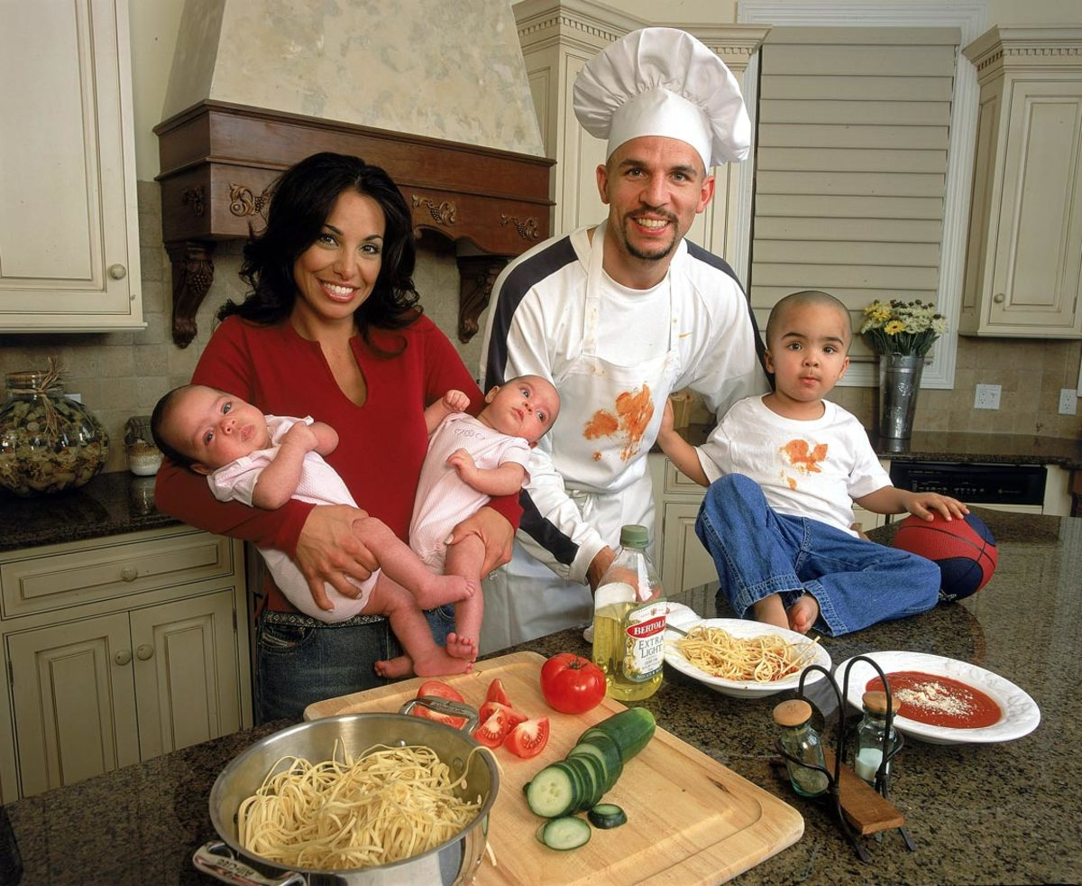 2001-jason-kidd-family-kitchen-001245705.jpg