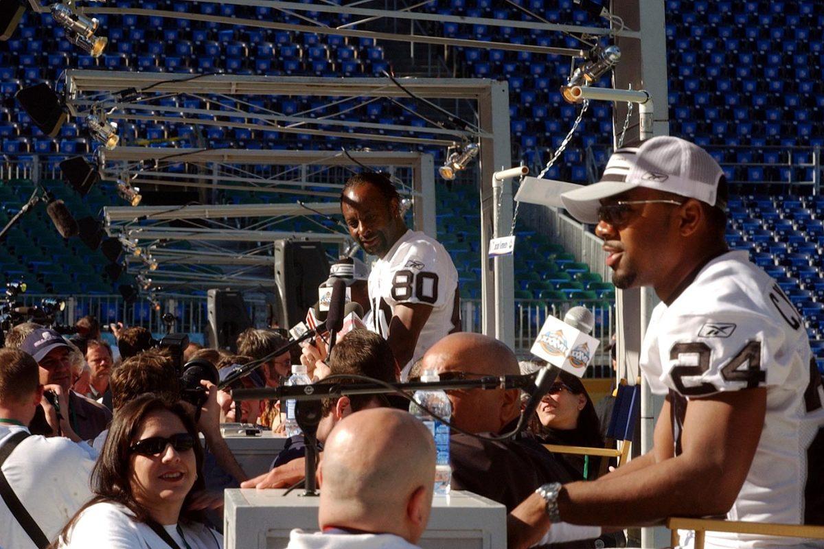 2003-Super-Bowl-XXXVII-Media-Day-Jerry-Rice-Charles-Woodson.jpg