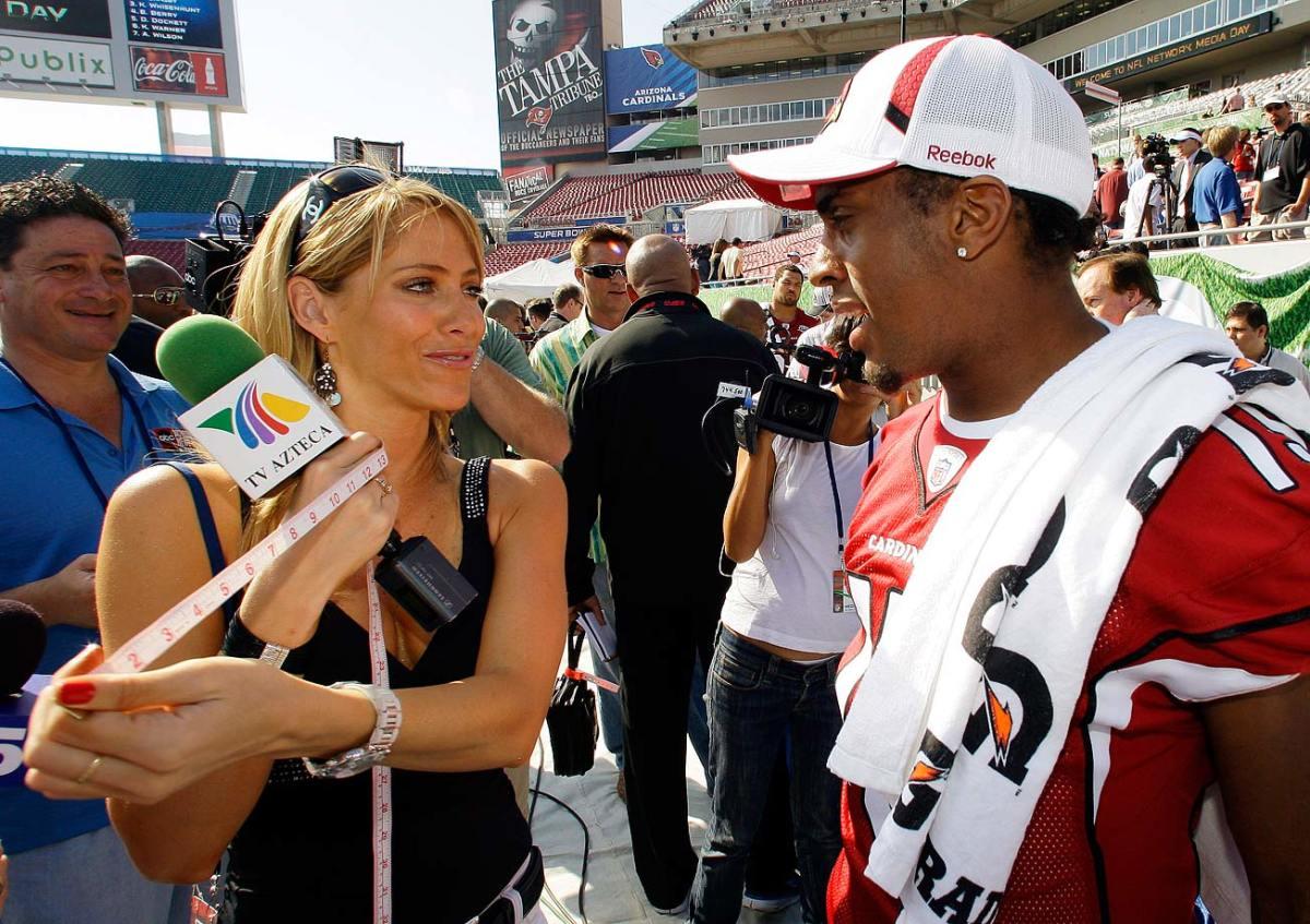 2009-Super-Bowl-XLIII-Media-Day-Ines-Sainz-Steve-Breaston.jpg
