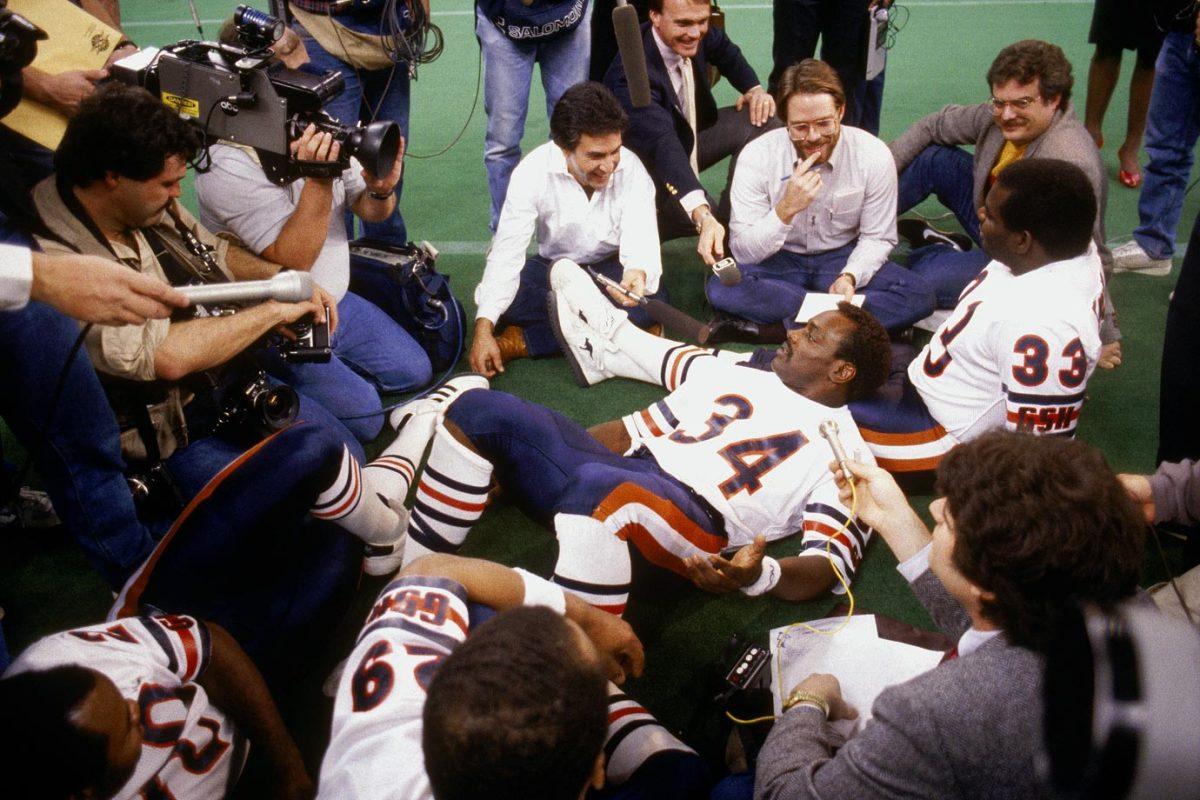 1986-Super-Bowl-XX-Media-Day-Walter-Payton-Calvin-Thomas.jpg
