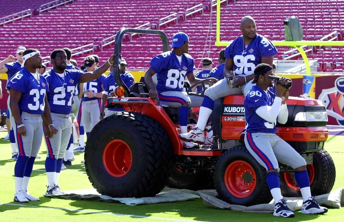 2001-Super-Bowl-XXXV-Media-Day-Giants-tractor.jpg