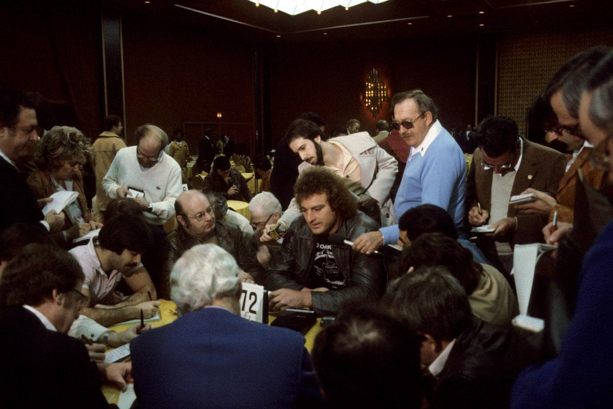 1981-Super-Bowl-XV-Media-Day-John-Matuszak.jpg