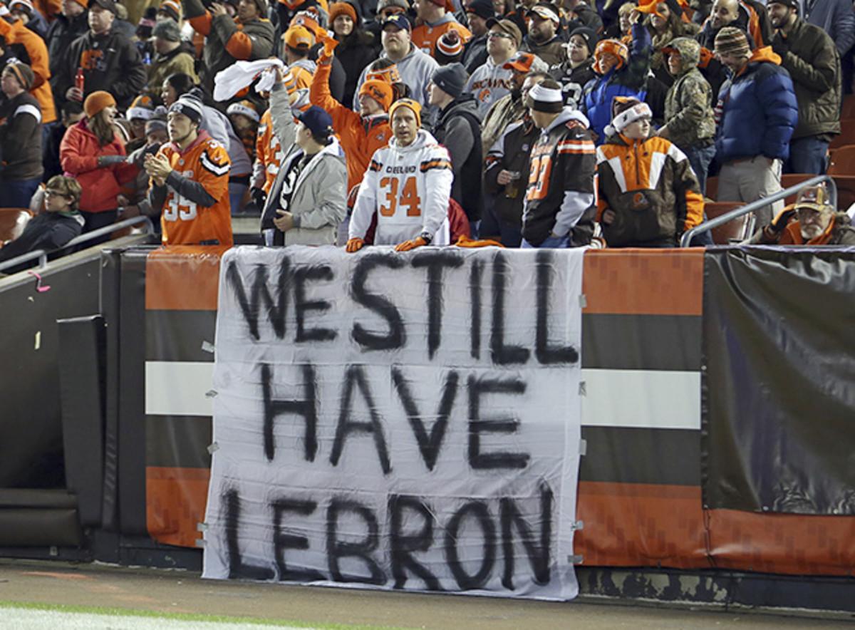 browns-lebron-sign.jpg