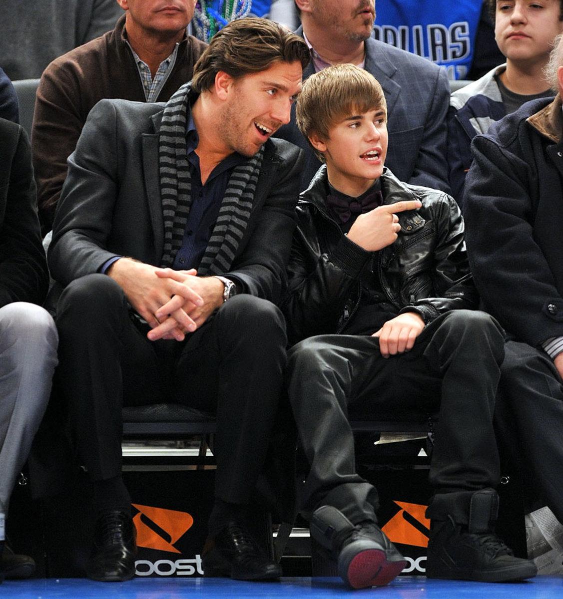 2011-0202-Justin-Bieber-Henrik-Lundqvist.jpg
