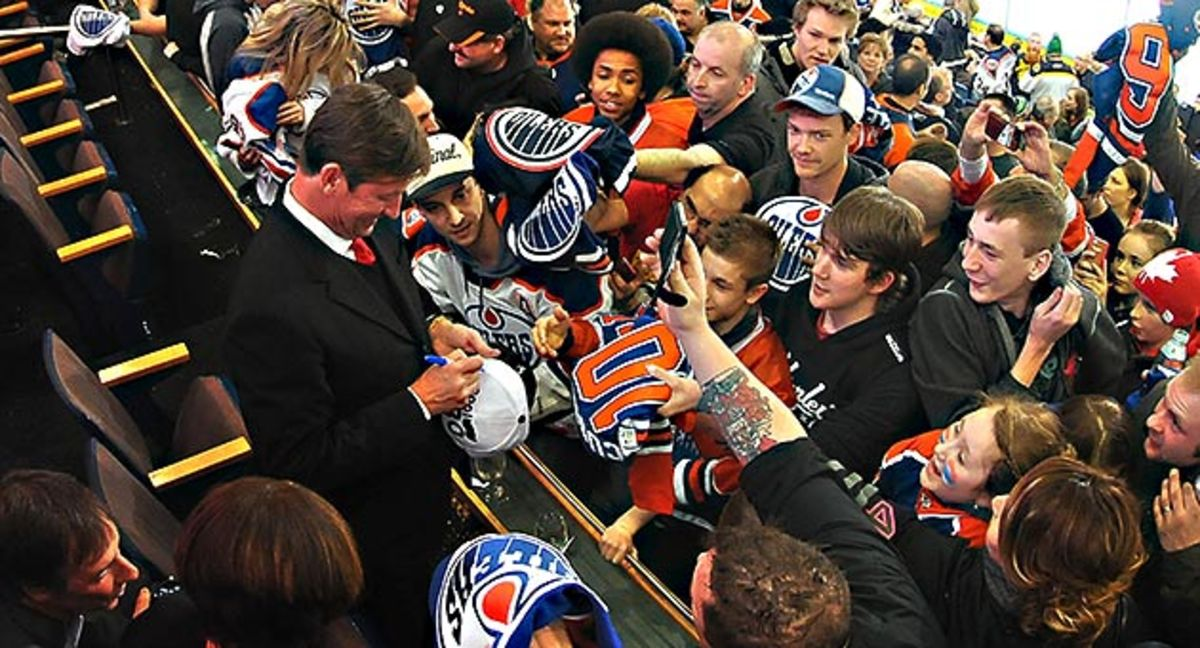 Wayne-Gretzky-Andy-Devlin.jpg