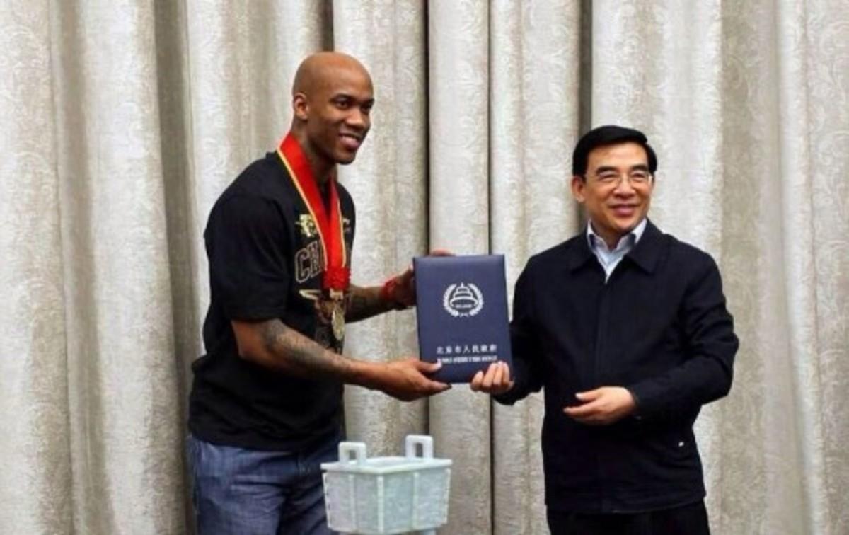 Stephon-Marbury-made-honorary-Beijing-citizen-530x334