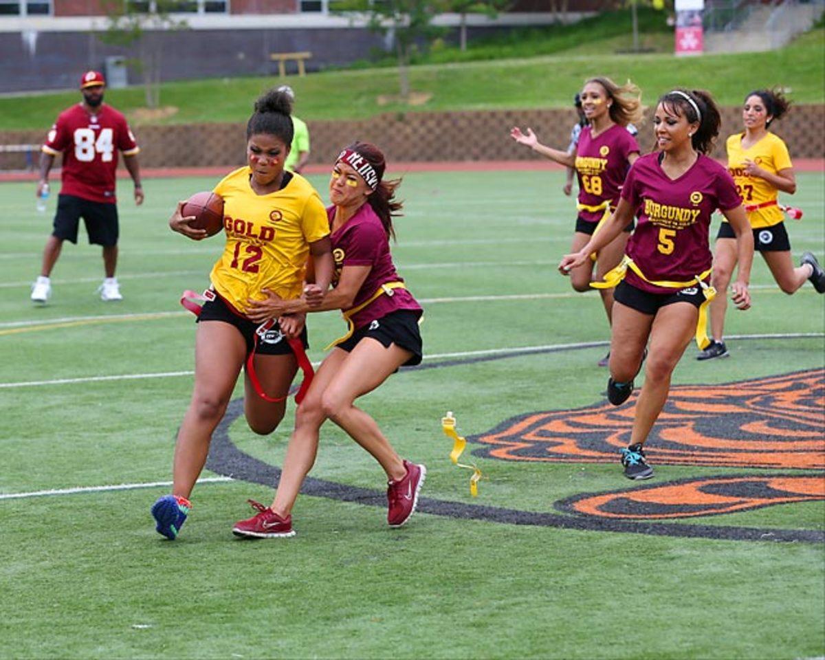 Washington-Redskins-cheerleaders-BEA_5417AA.jpg