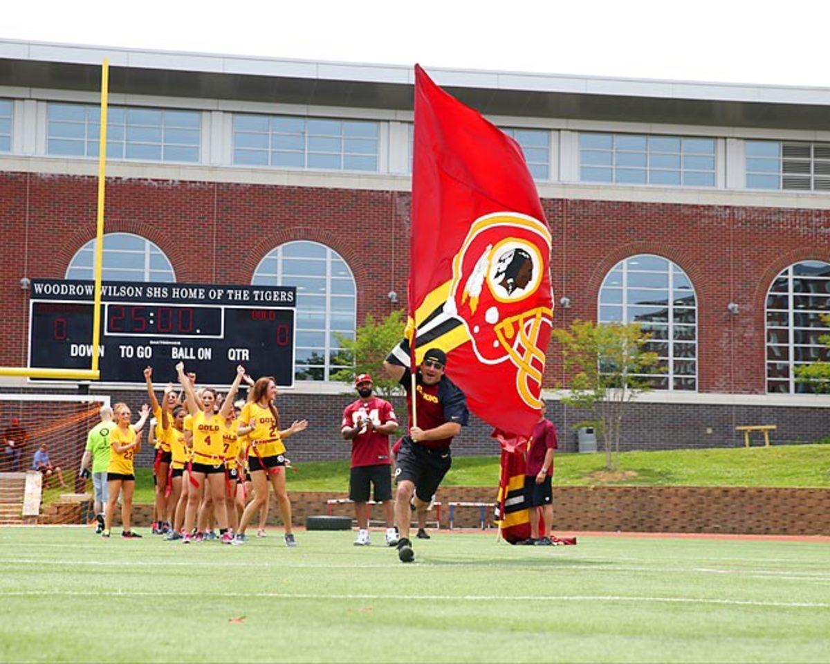 Washington-Redskins-cheerleaders-BEA_4133A.jpg
