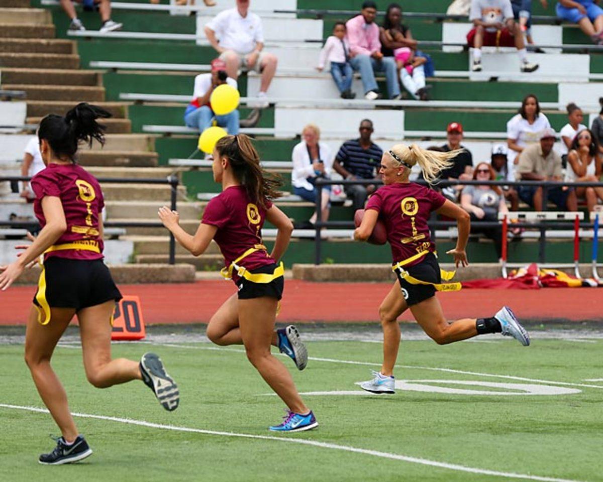 Washington-Redskins-cheerleaders-BEA_4918A.jpg