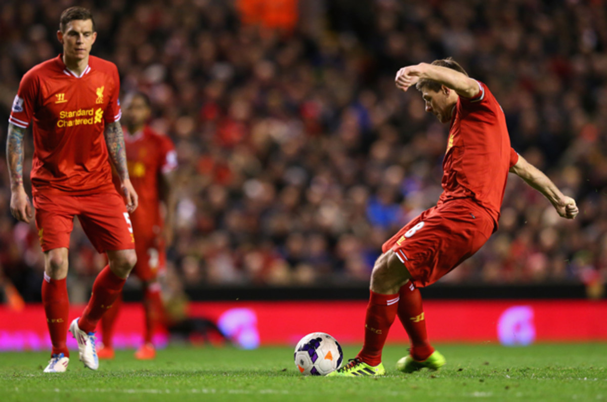 Liverpool's Steven Gerrard lines up his free kick that opened the scoring in the Reds' 2-1 victory over Sunderland Wednesday.