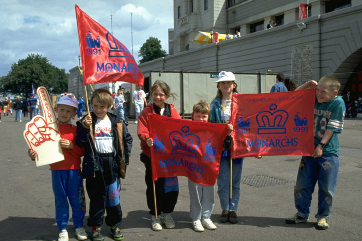 Young London Monarchs fans in 1991. Previous failed efforts in Europe make some fans wary of a franchise in the U.K. (John Iacono/Sports Illustrated)