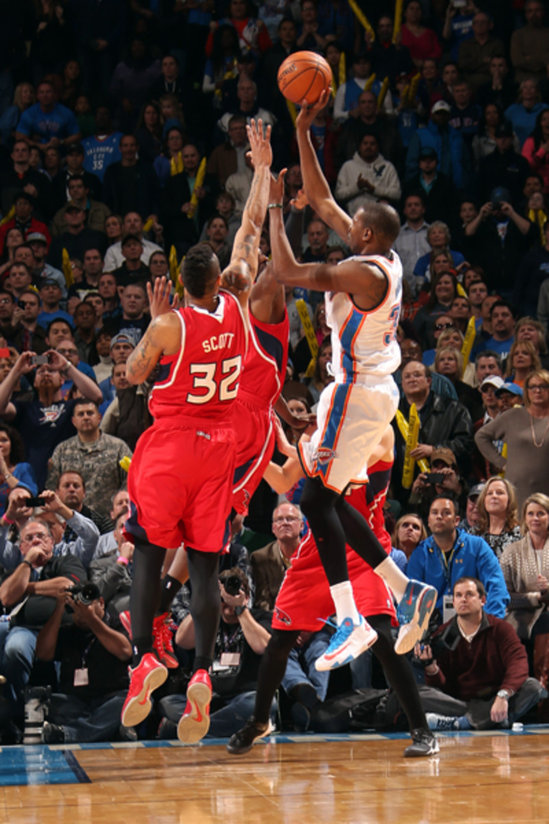 Kevin Durant hits a game-winner to beat the Hawks. (Layne Murdoch/Getty Images)