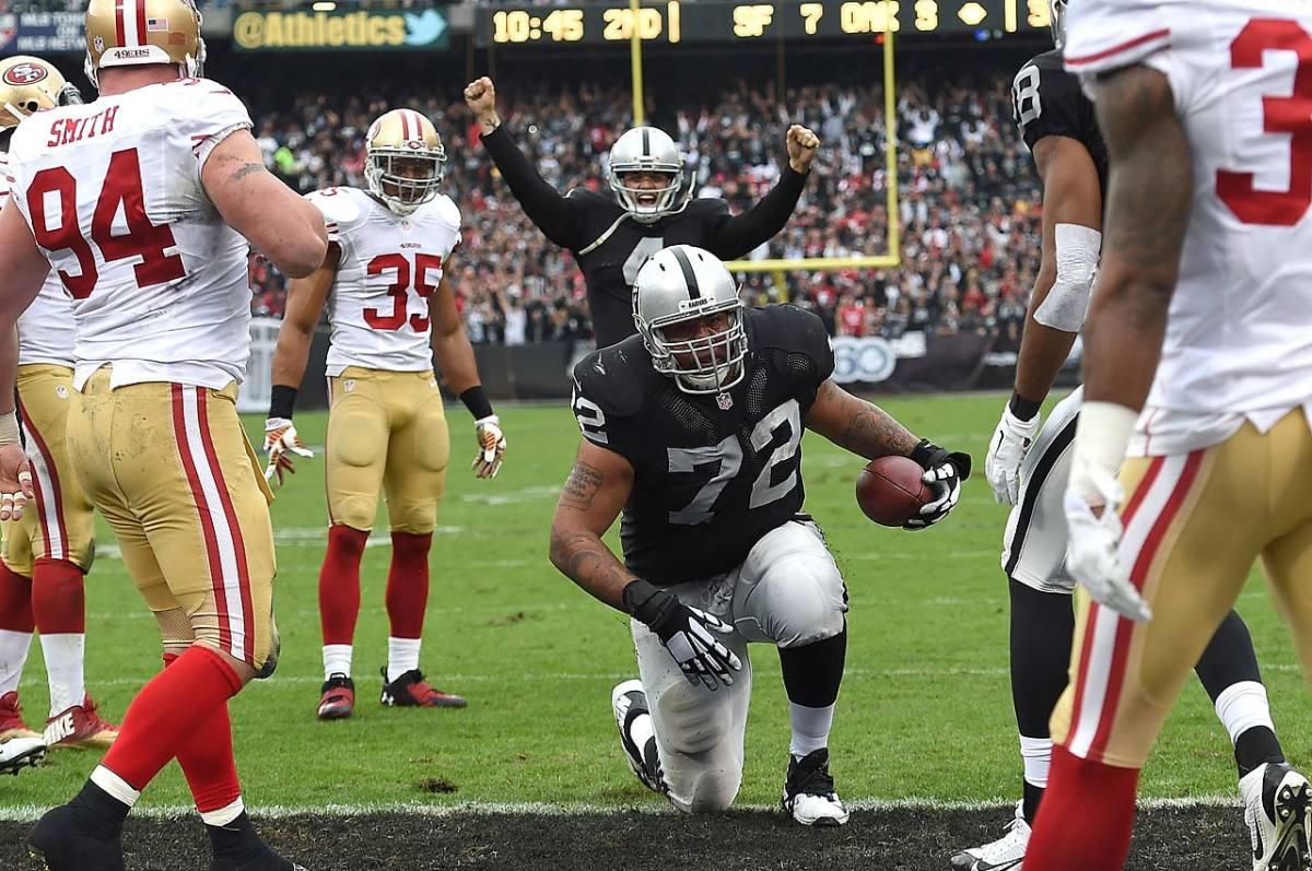Donald-Penn-scores-touchdown.jpg