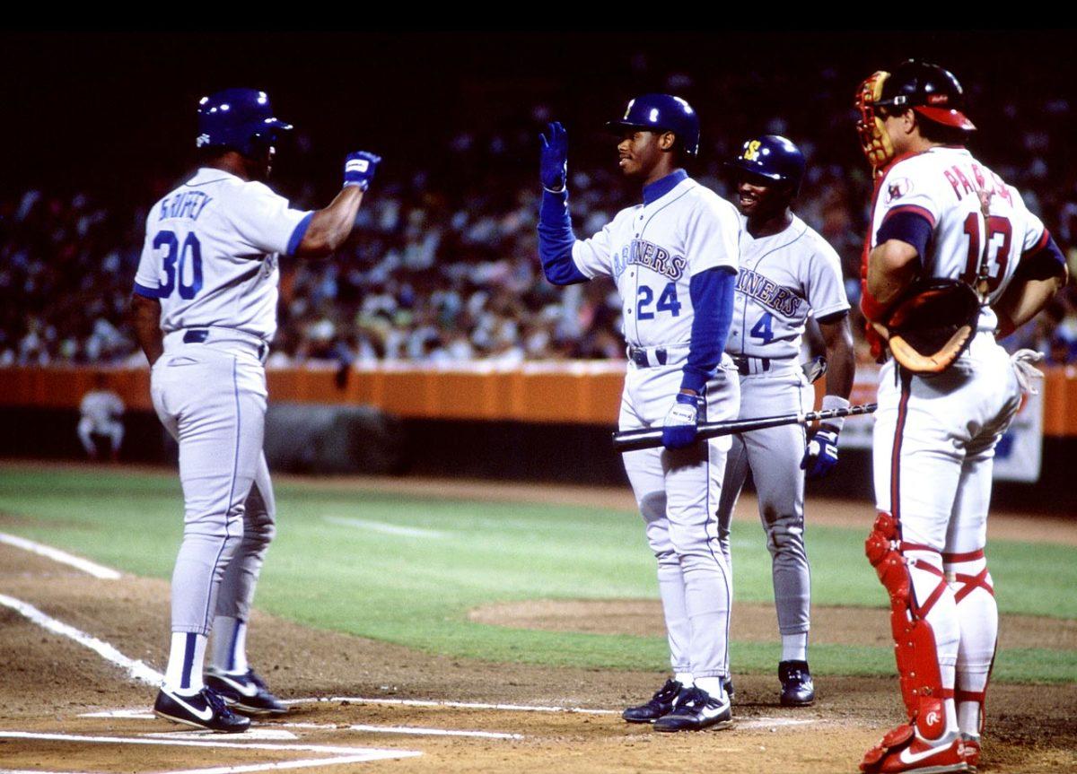 1990-Ken-Griffey-Sr-Jr-back-to-back-home-runs.jpg