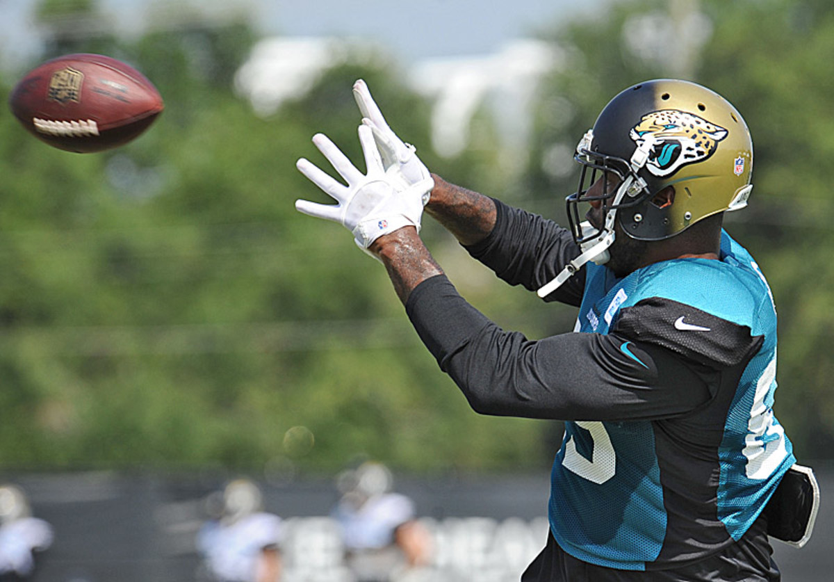 Marcedes Lewis will likely be catching passes from Chad Henne, not Blake Bortles, this fall. (Bob Mack/AP/The Florida Times-Union)