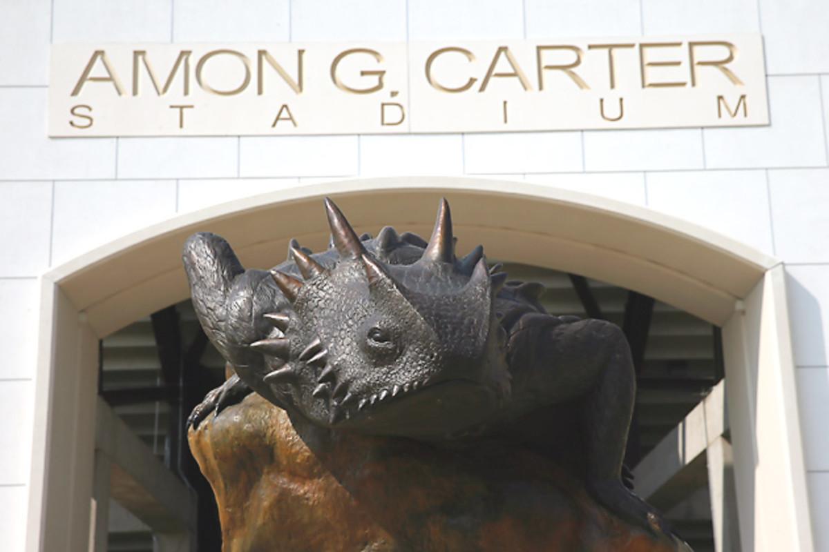 amon-g-carter-stadium-spotlight-tcu-horned-frogs.jpg