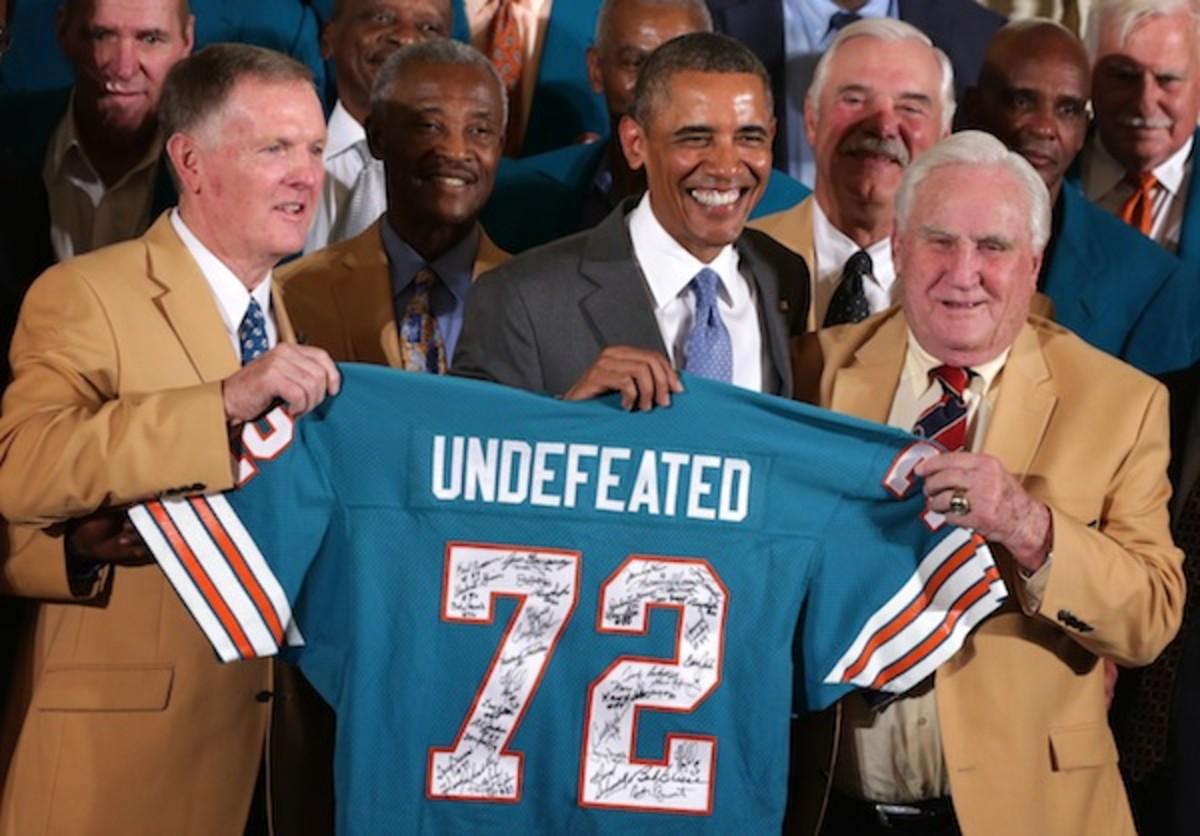 President Obama Hosts The 1972 Superbowl Champion Miami Dolphins