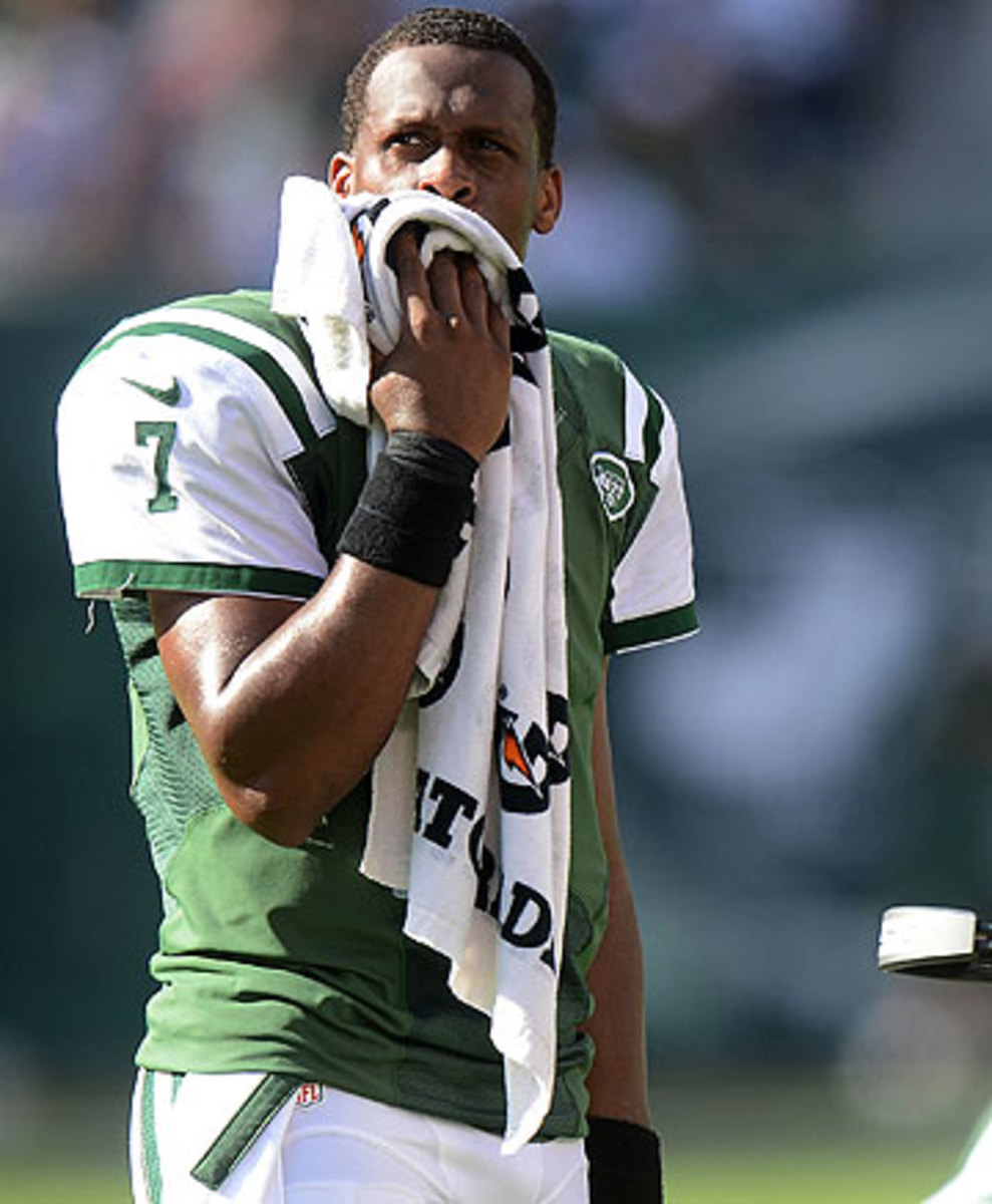 In the Jets' three-game losing streak, Geno Smith has five turnovers and a 54.6 percent completion rate. (Ron Antonelli/Getty Images)