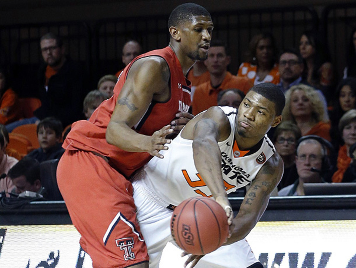 Marcus Smart (right) was effective for Oklahoma State in his return from a three-game suspension. (Sue Ogrocki/AP)