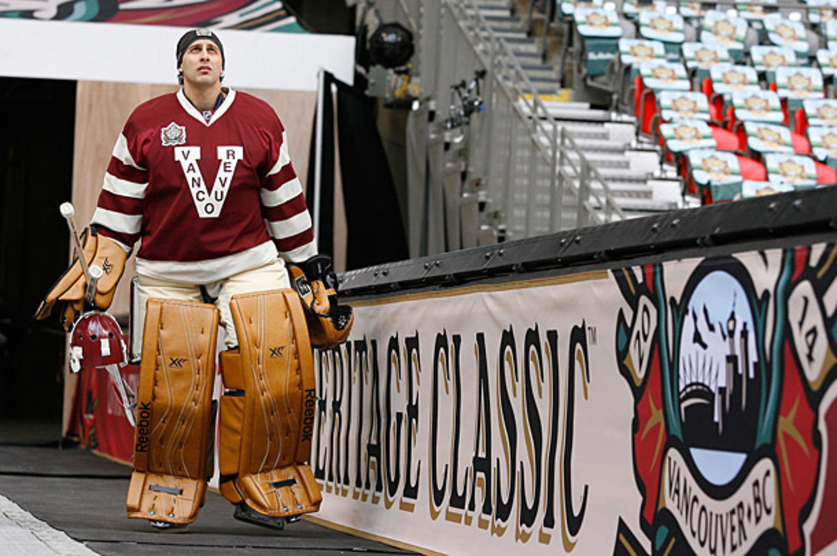 Roberto Luongo at the Heritage Classic