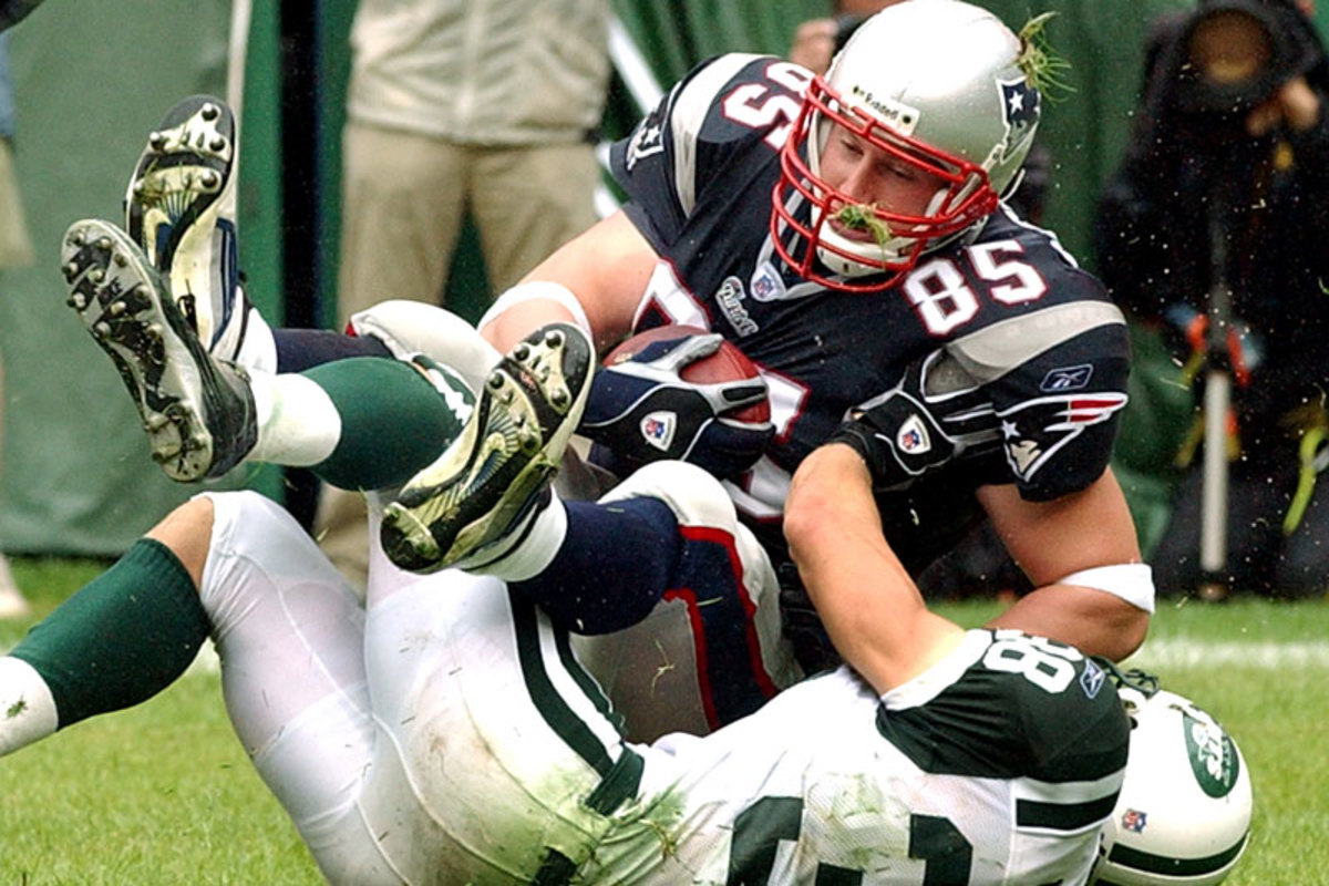 Cam Cleeland caught a glimpse of Brady's greatness—and this TD pass against the Jets—during a season with the Patriots in 2002. (Bill Kostroun/Getty Images)