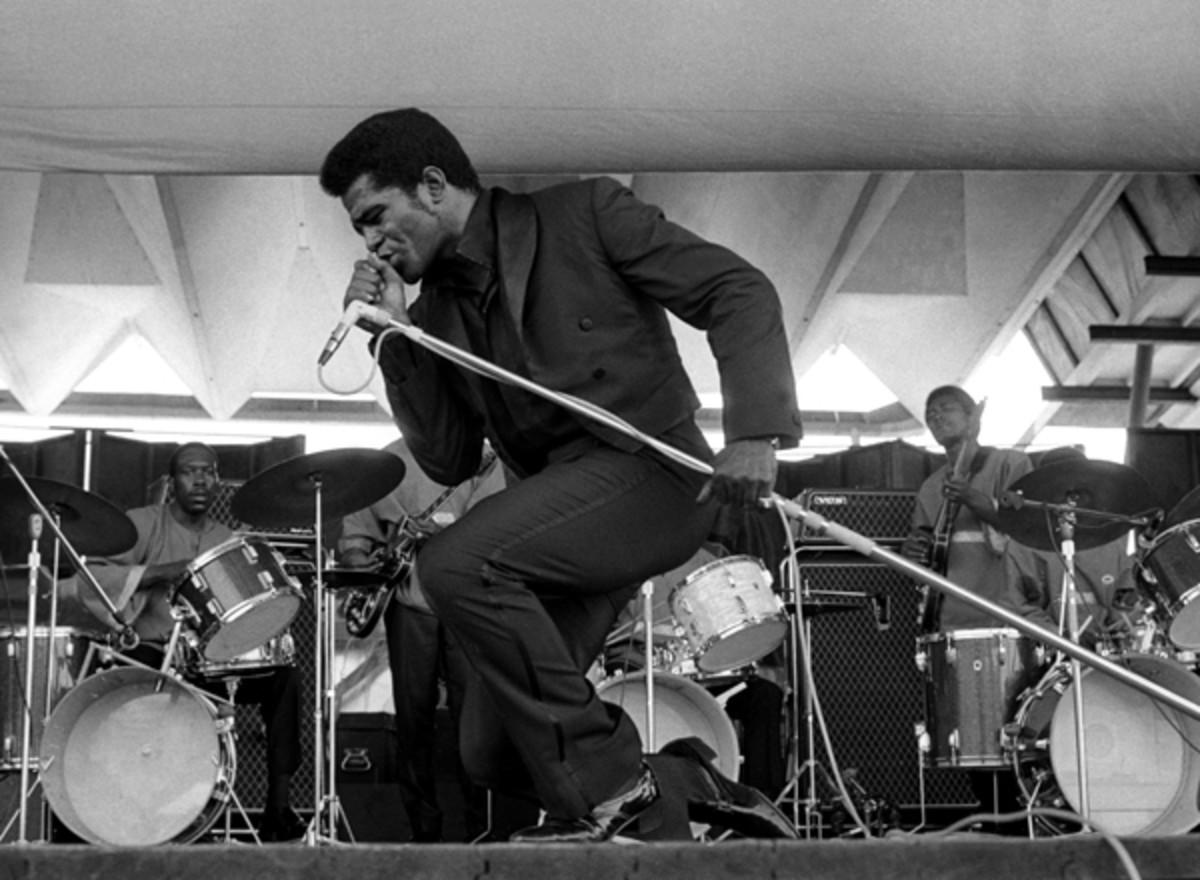 JB-SA-00346_James_Brown_at_the_Newport_Jazz_Festival_8