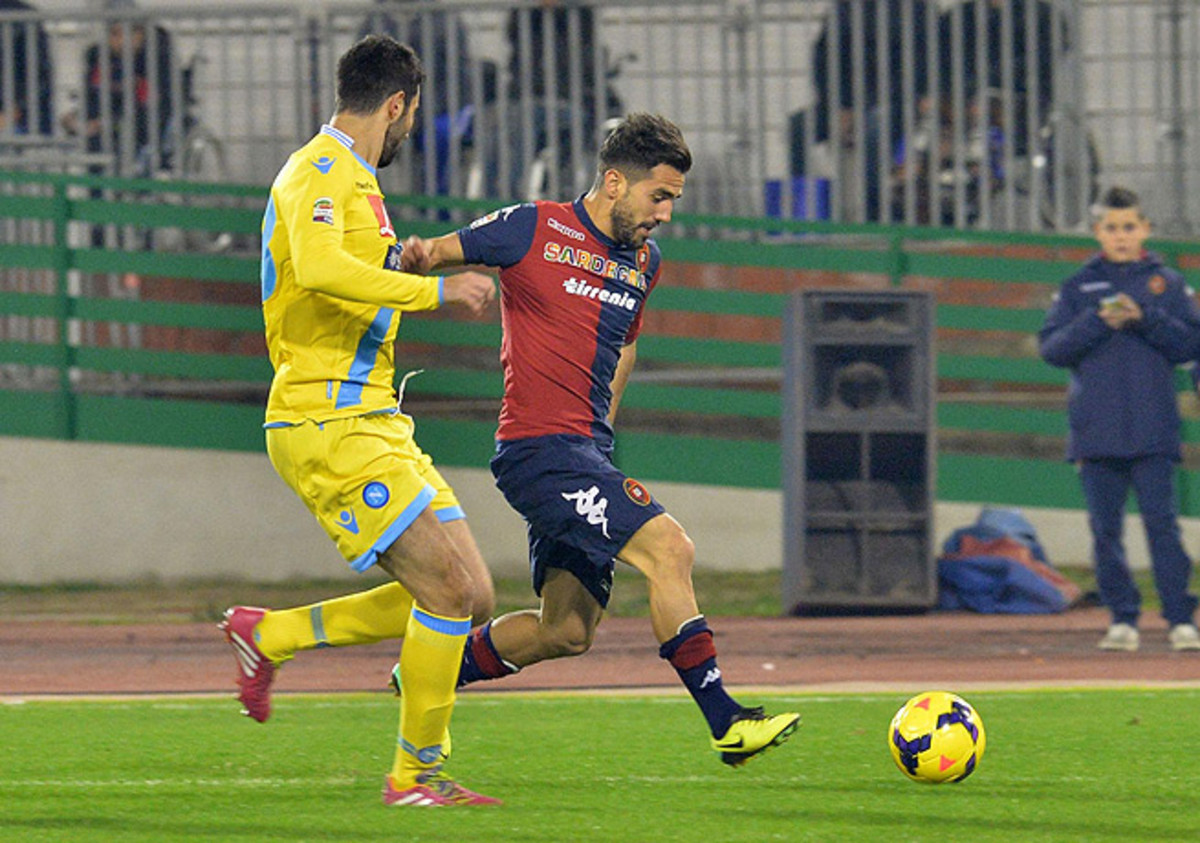 Marco Sau (right) and host Cagliari did well to hold third-place Napoli to only one goal.