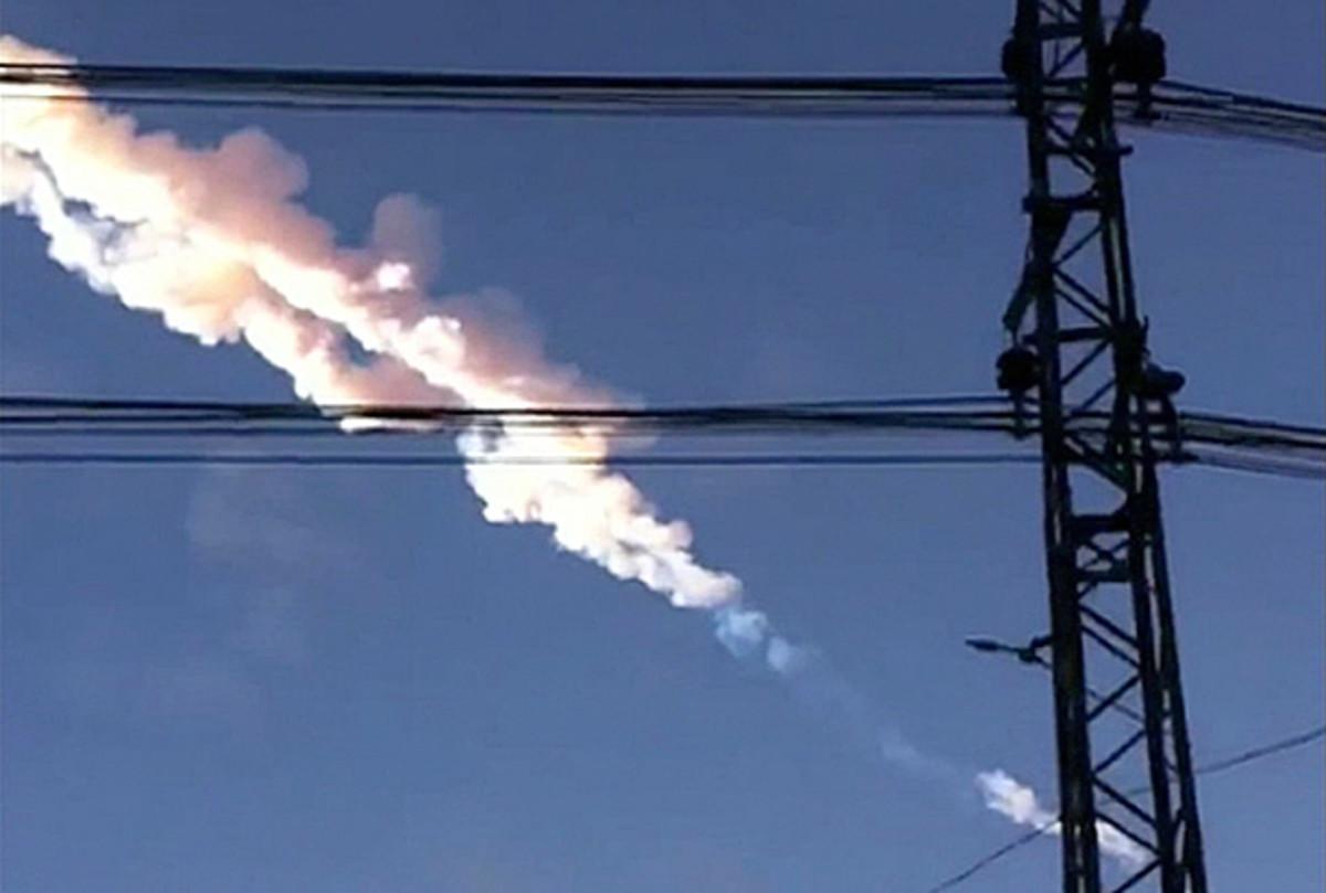 Meteor streaks over Chelyabinsk, Russia
