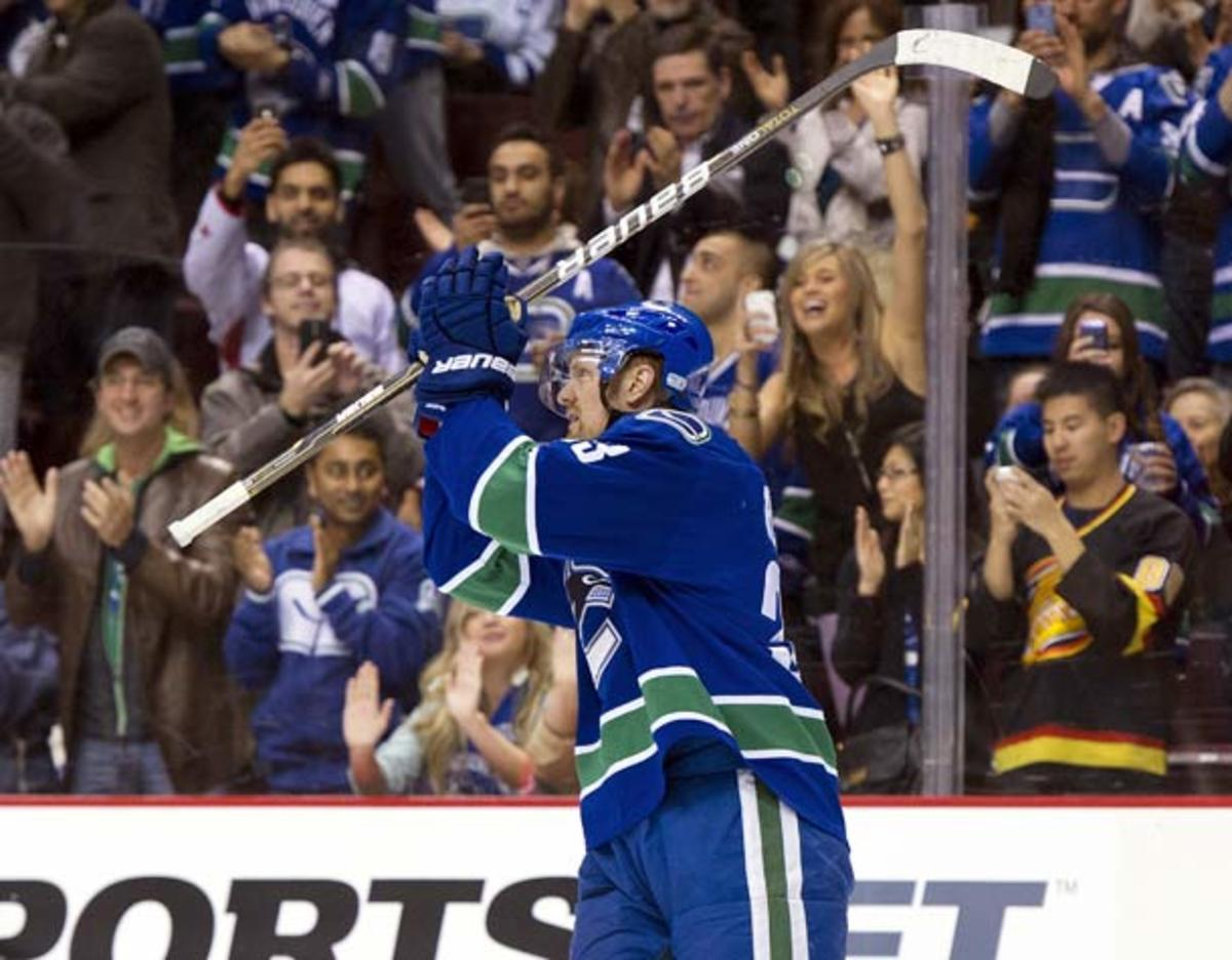 Henrik Sedin received a standing ovation after becoming the Canucks' all-time scoring leader. (Rich Lam/Getty Images)
