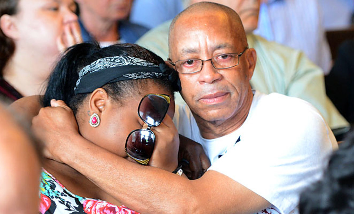 Members of Odin Lloyd's family react during Aaron Hernandez's arraignment.