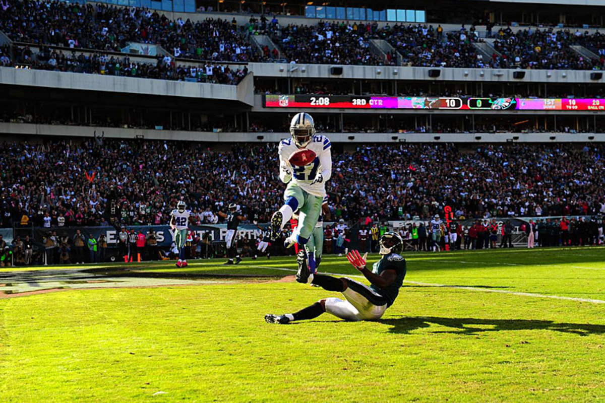 Dallas rookie J.J. Wilcox breaks up a Philly pass attempt. (Al Tielemans)
