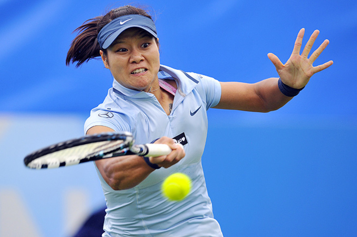 Li Na advances into the quarterfinals at Eastbourne as Marion Bartoli withdraws with a viral infection.