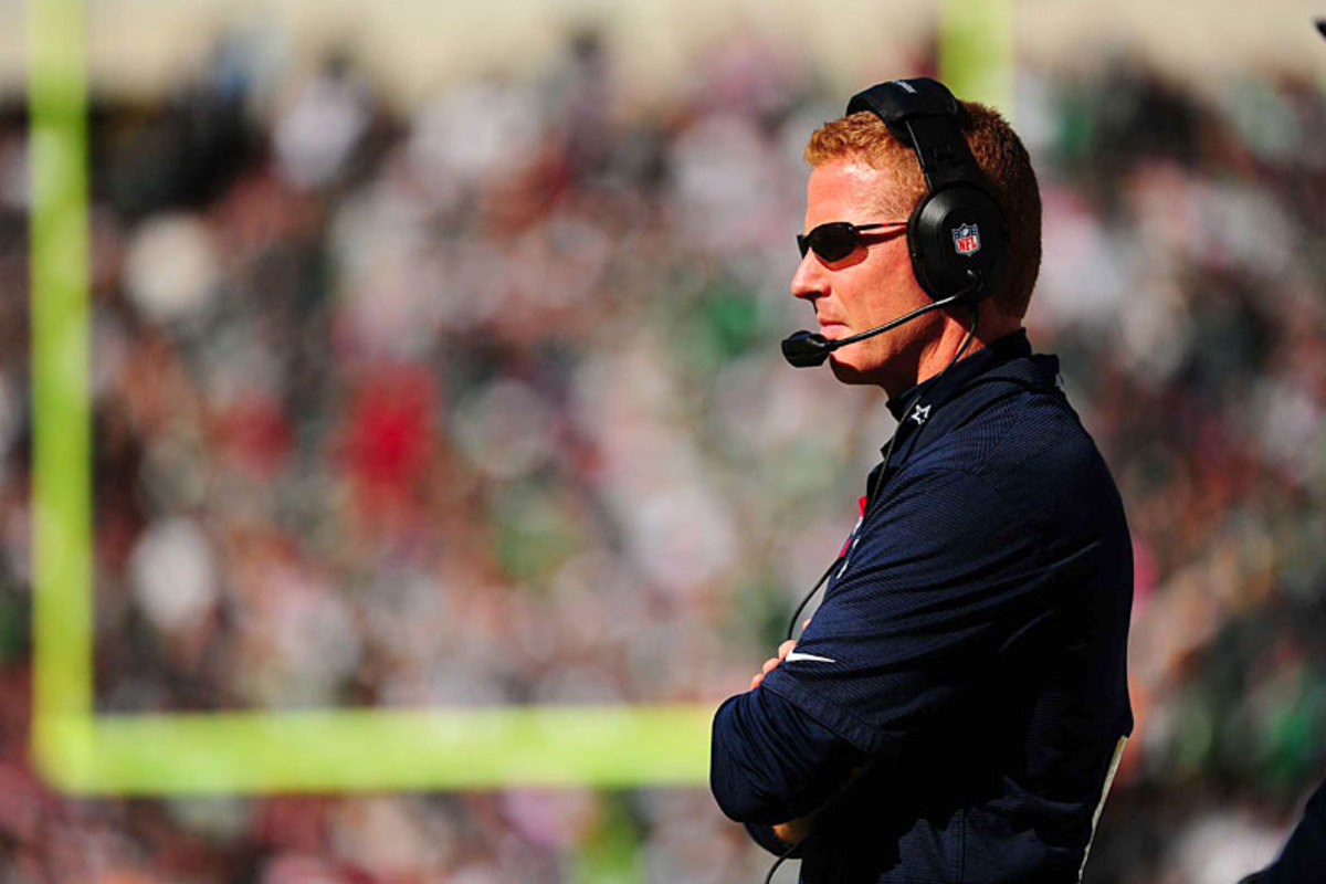 Cowboys coach Jason Garrett looks on at Philly, Week 7. (Al Tielemans)