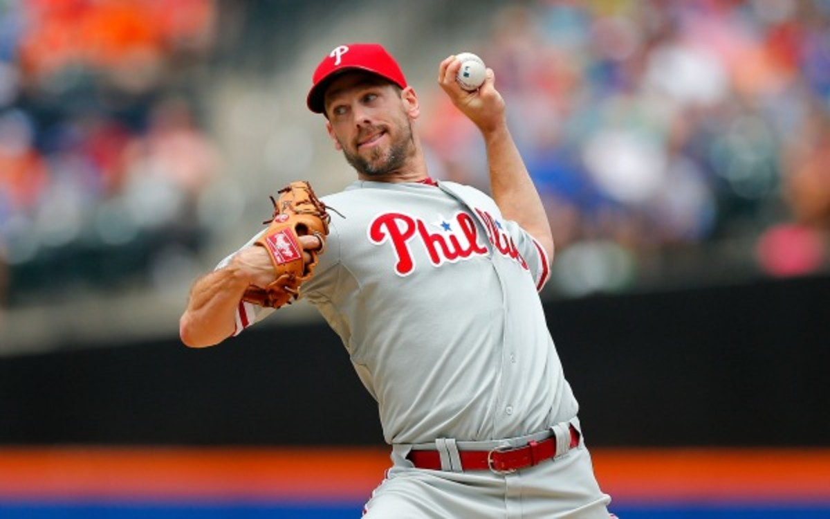 Cliff Lee is being sought after by multiple teams. (Jim McIsaac/Getty Images)