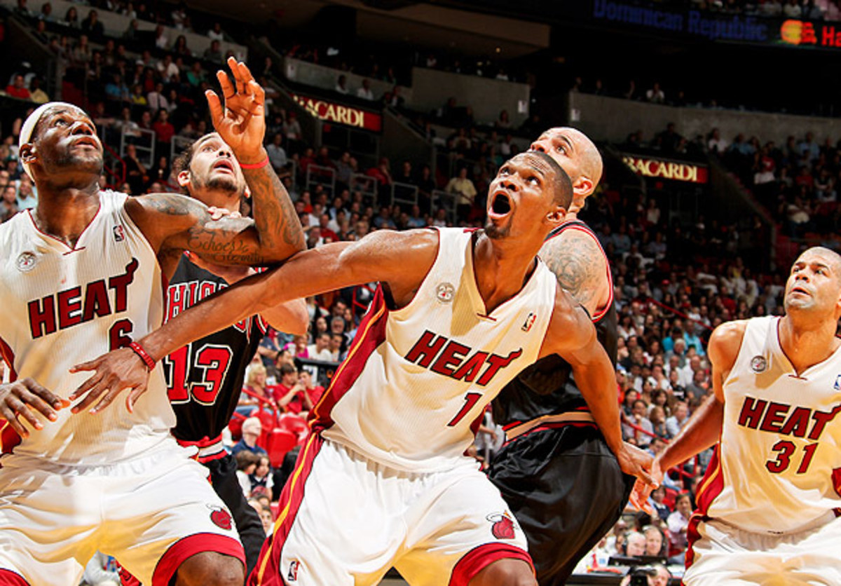 Chris Bosh boxes out against the Chicago Bulls