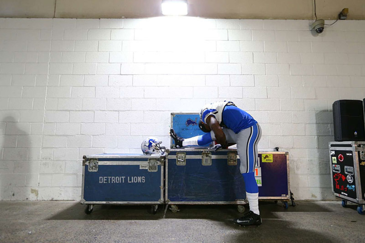 Lions wideout Nate Burleson stretches pregame at Washington in Week 3. (Simon Bruty)