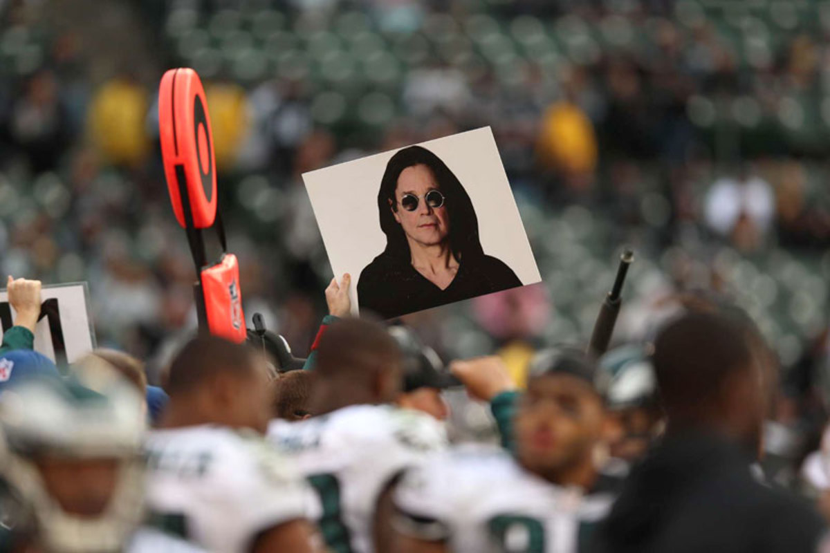 Philly's sideline signals channel Ozzie. (Jed Jacobsohn)