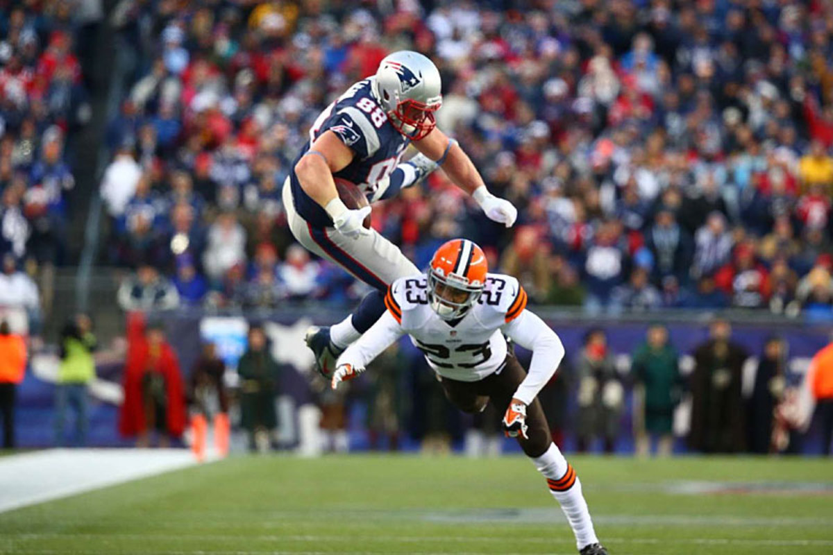 Matthew Mulligan skies for the Pats against Cleveland. (Simon Bruty)