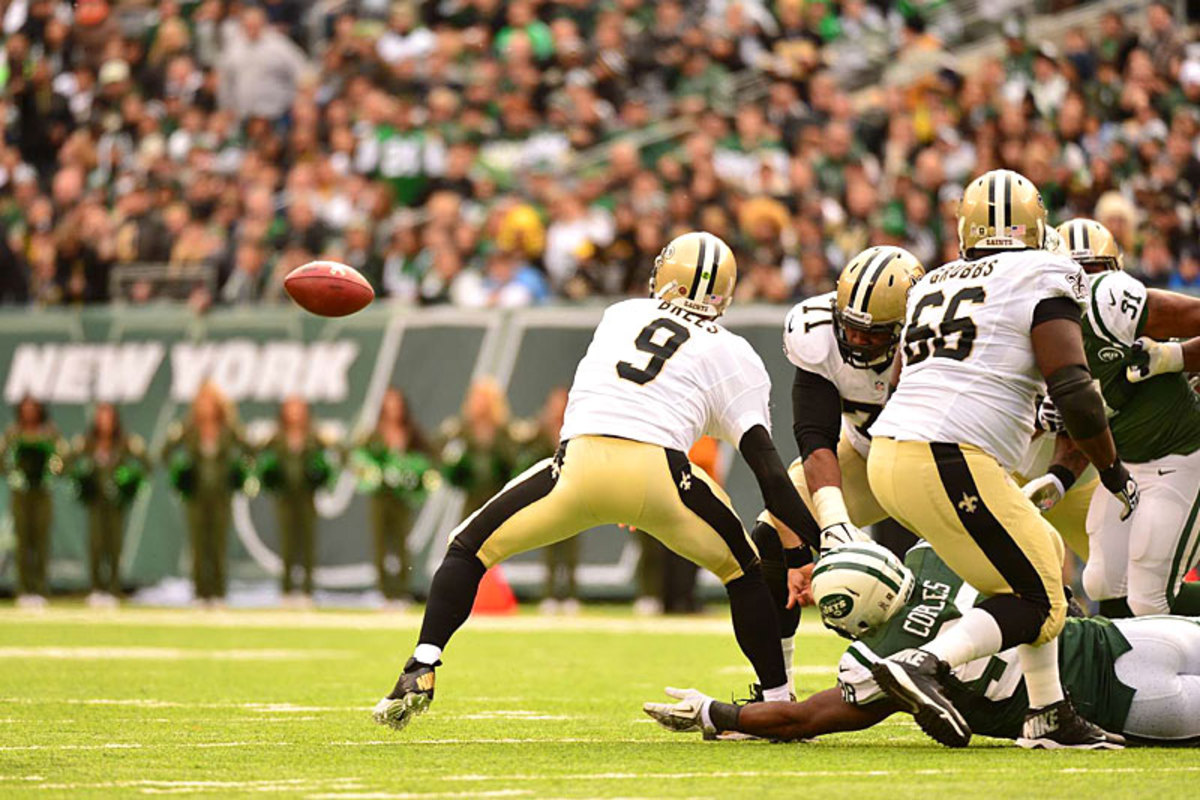 Drew Brees and a loose ball, Week 9 vs. the Jets. (Carlos M. Saavedra)
