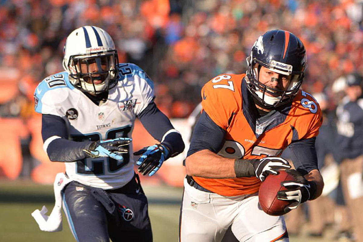Eric Decker holds on tight against the Titans. (Robert Beck)