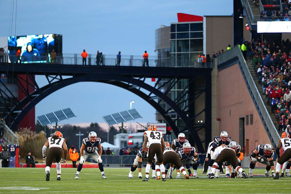 Field level, Browns at Pats. (Simon Bruty)