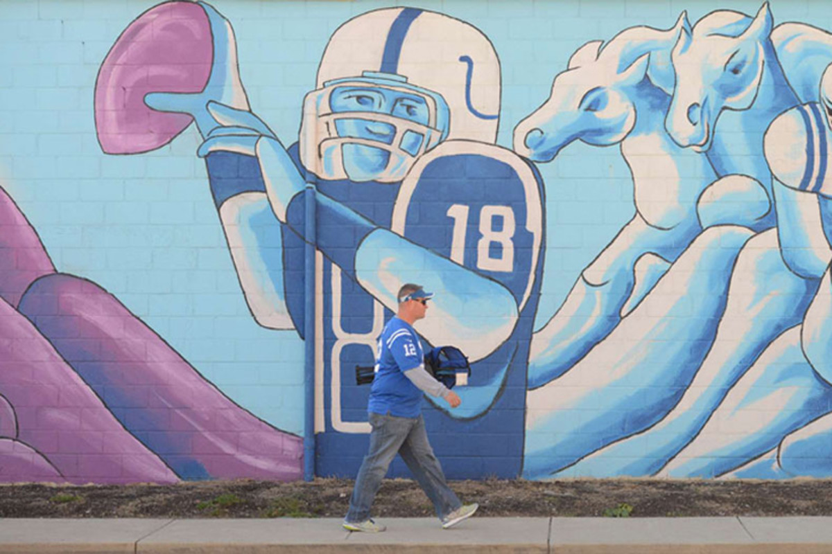A fan heads to Lucas Oil Stadium for Peyton Manning's return to Indy. (Andrew Hancock)